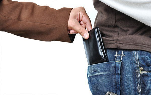 5 simple tips to protect yourself and your belongings from pickpockets