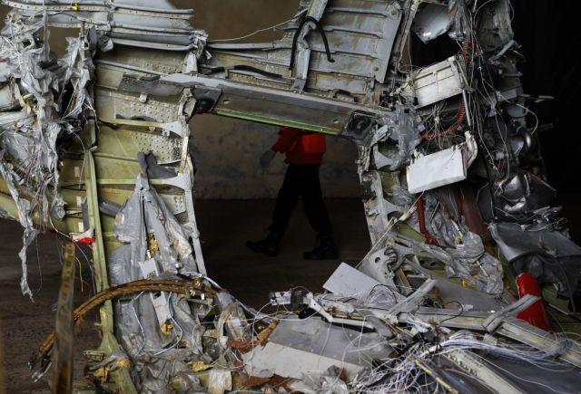 8 die in Indonesian plane crash