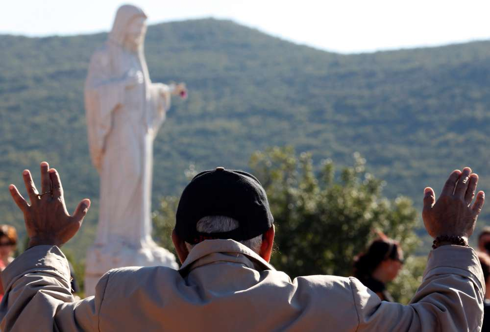 Pope approves visits to contested Bosnian shrine