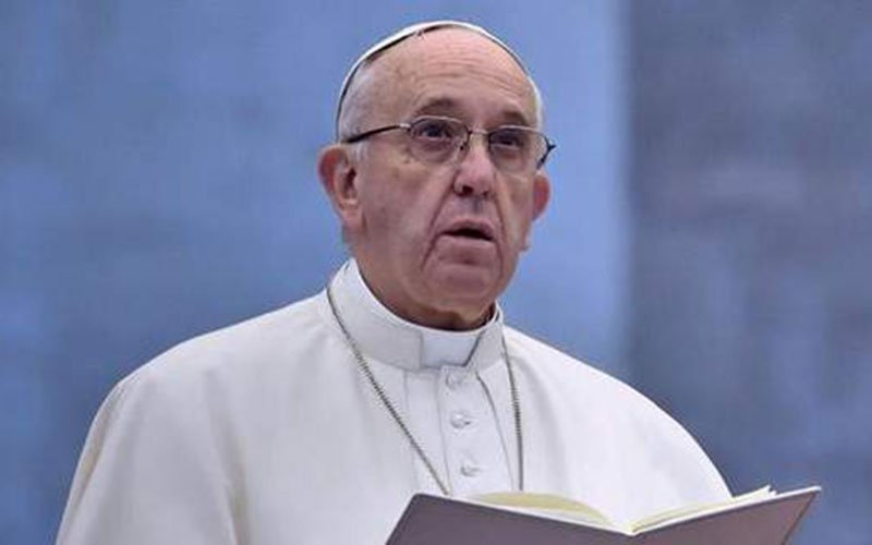 Pope pledges energy companies to use clean fuels