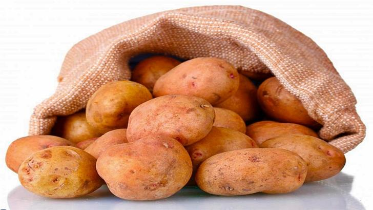 Greek farmers 'trying to pass off mud-caked potatoes as Cypriot'