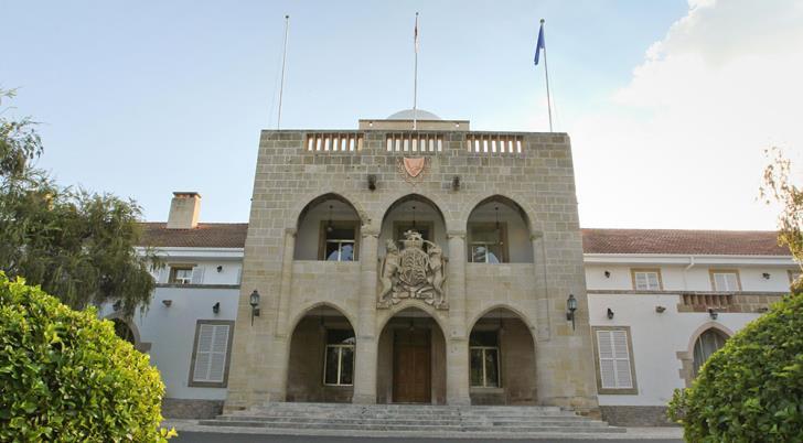 Cabinet doles out €760
