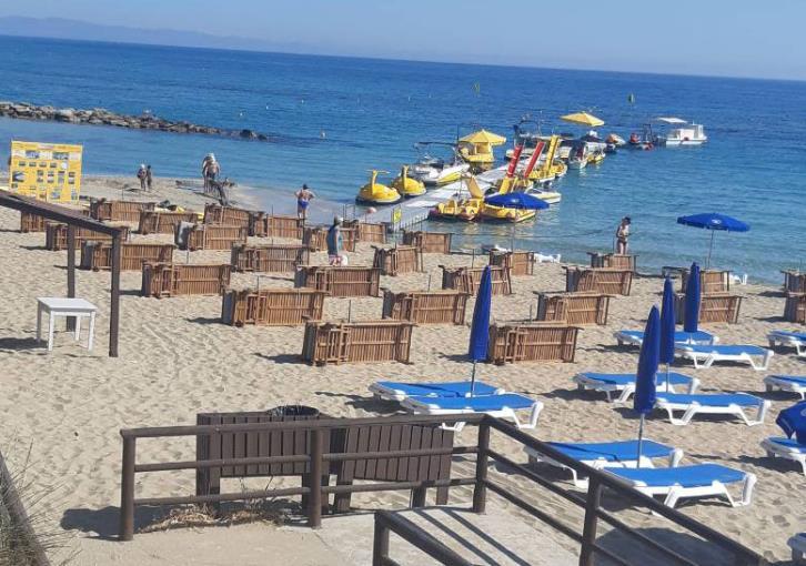 Hotel sunbeds 'invade' Protaras beaches