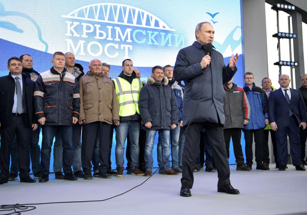 Putin opens Russian rail route to annexed Crimea