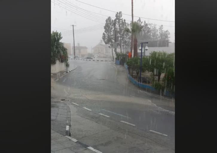 Heavy rain reported in Nicosia (videos)