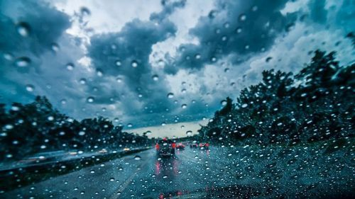 Problems on roads as met office issues heavy rainfall warning