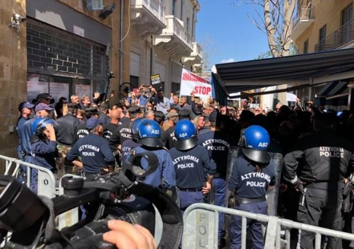 New protest at Ledra Street over checkpoints closure due to coronavirus