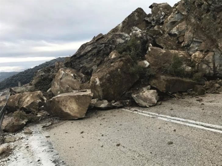 Driver hurt after rockfall on Mandria-Ayios Nicolaos road