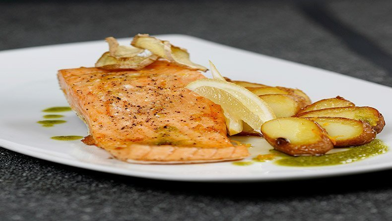 Salmon with rocket dressing and potatoes with orange and ginger