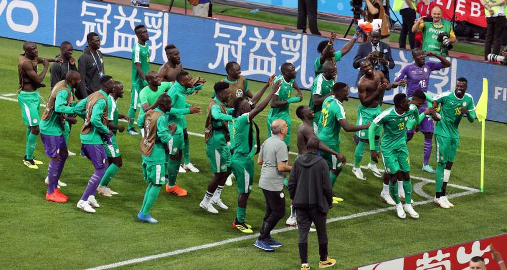 Senegal sneaks pasts Poland in World Cup clash