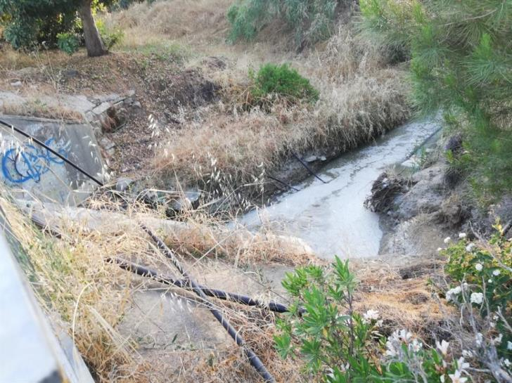 Waste and bad smells from sewage leak in Anthoupolis