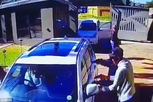 South African super-gran fights off armed hijackers (video)