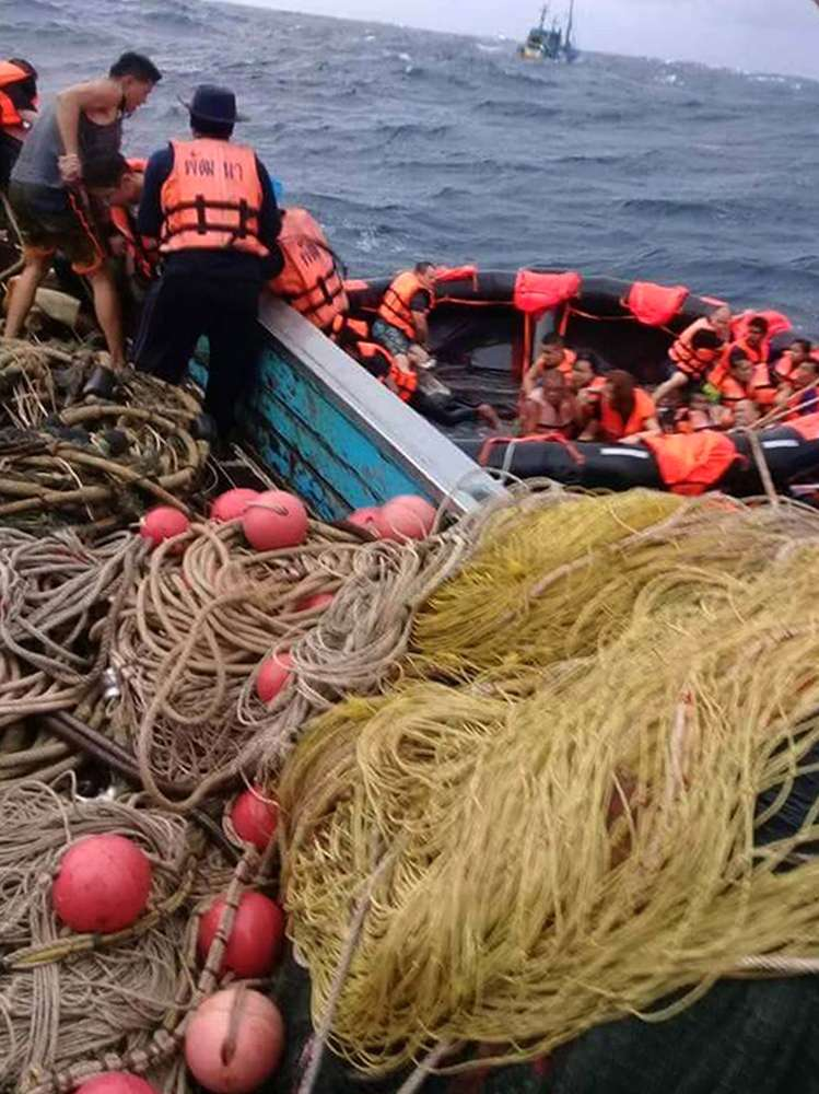 Thai rescuers resume search for 23 from sunken tourist boat