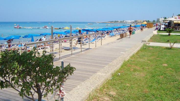 Revenue from tourism rises slightly in August