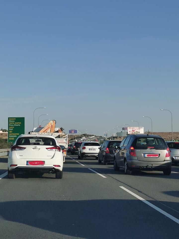 Traffic gridlock on Limassol-Nicosia highway after two accidents