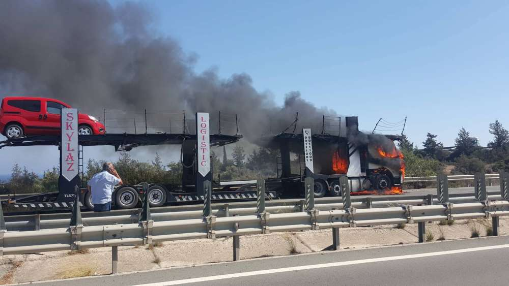 Updated: Truck catches fire on Nicosia-Limassol highway (videos)
