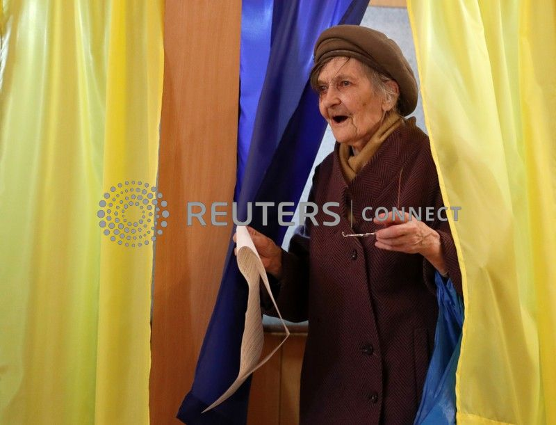 Ukrainians go to the polls to elect president