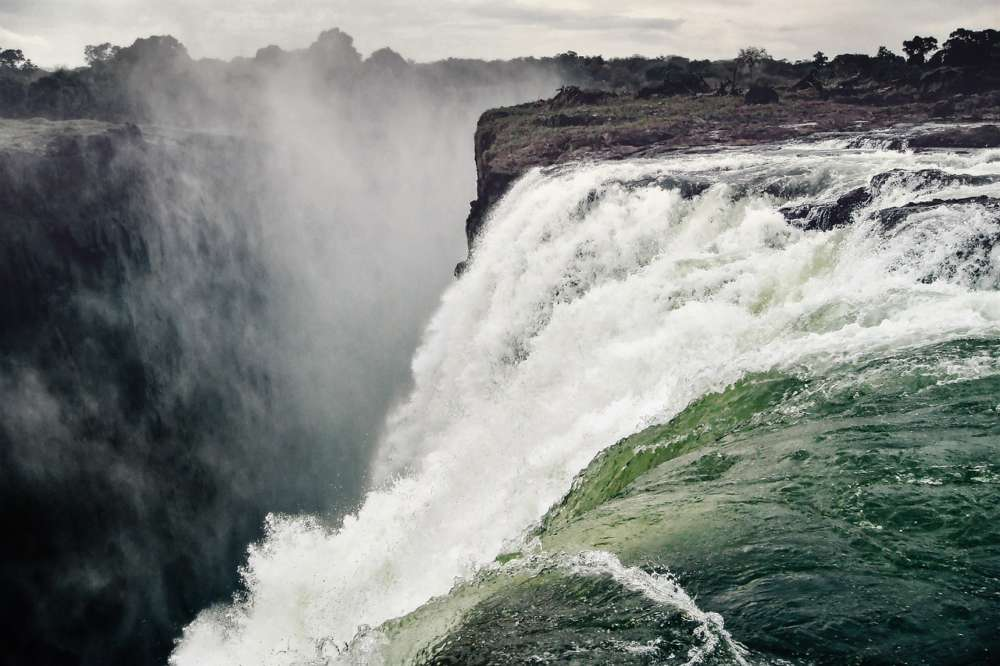 Victoria Falls shrink to a trickle