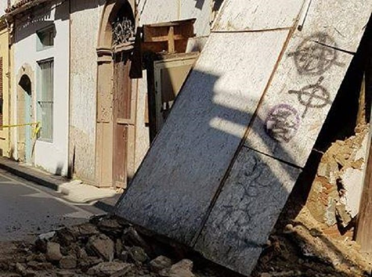 Wall of old Nicosia house collapses