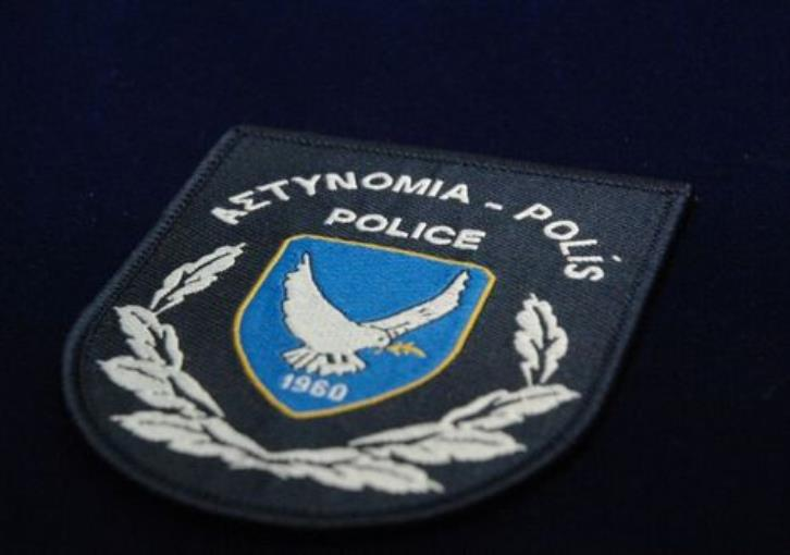 Larnaca: Women sought after purse with €20