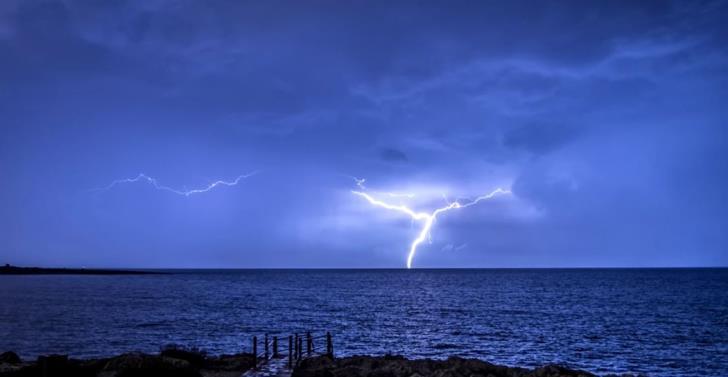 Video shows Cyprus' extreme weather phenomena