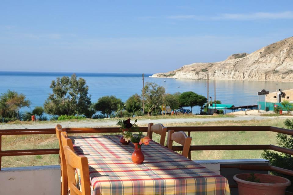 Yialos Tavern & Apartments - Pissouri Bay