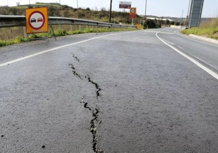 New cracks on Paphos-Polis road near Yiolou