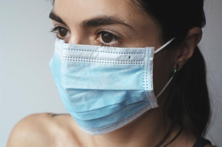 Zypern - Frau mit Maske
