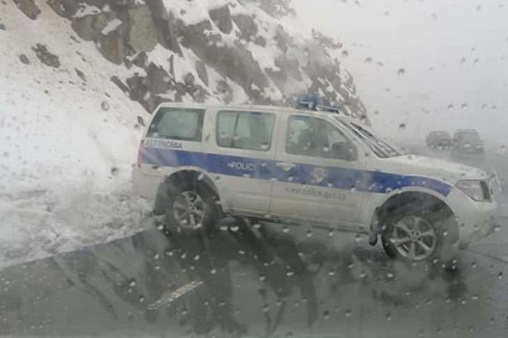 Из-за сильного снегопада были закрыты все дороги в Троодос: фото 2