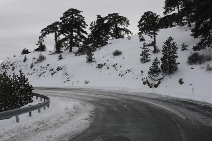 Roads toward Troodos open only to 4WD and vehicles with snow chains