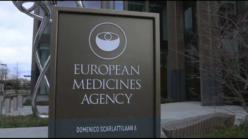 EU's countries deviate from common vaccination strategy, looking at Israel, Russia, China