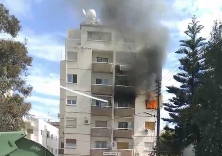 70-year-old woman in danger due to fire at her apartment