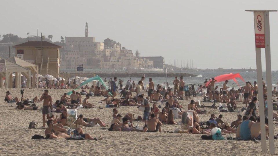 Τα εμβόλια COVID-19 επαναφέρουν τη ζωή στο φυσιολογικό στο Ισραήλ